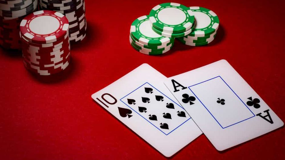 Various advantages of online poker that bettors should be aware of